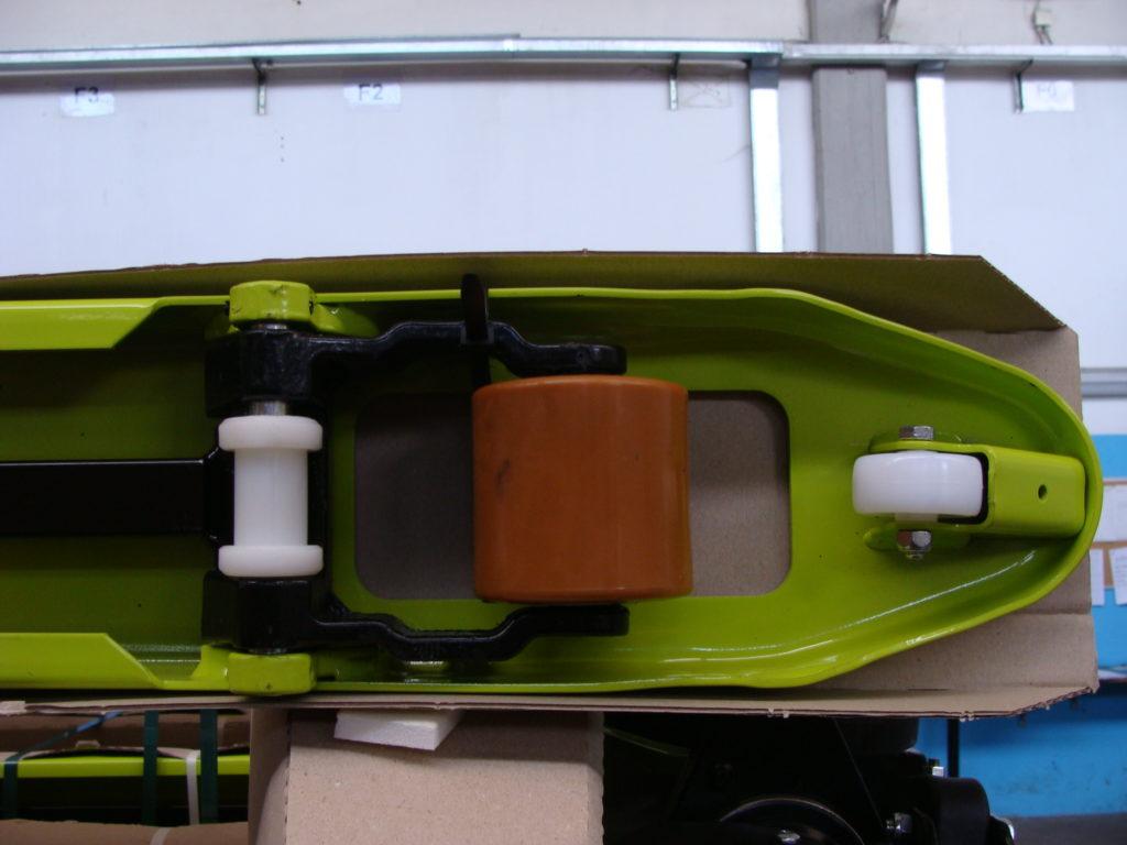 Particolare ruota TRANSPALLET MANUALE TM